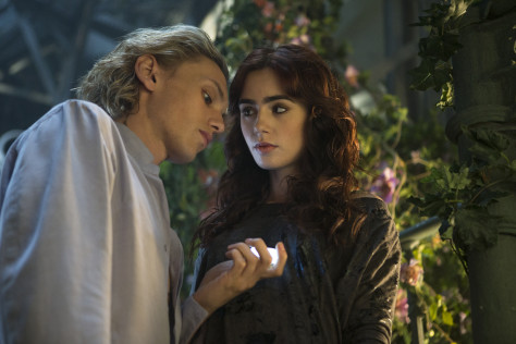 the-mortal-instruments-city-of-bones-jace-and-clary-in-garden_0