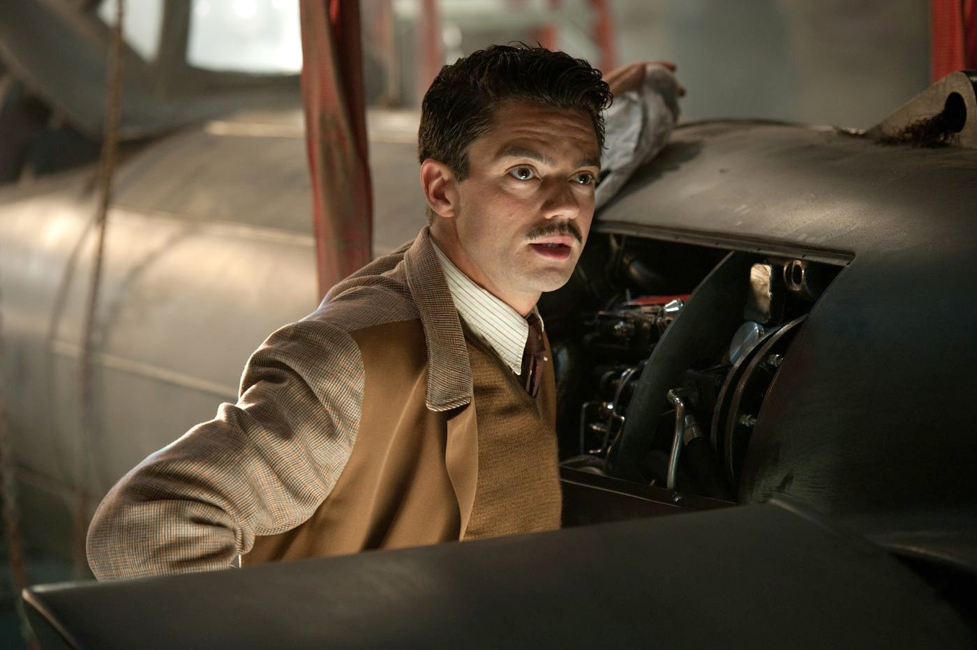 Dominic-Cooper-as howard stark