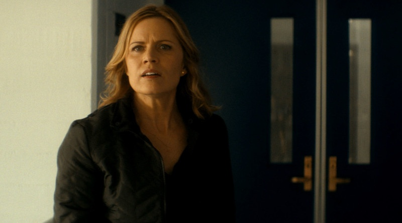 Fear the Walking Dead episode 2 - Madison at the school