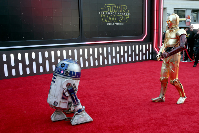 """HOLLYWOOD, CA - DECEMBER 14:  R2-D2 (L) and C-3PO attend the World Premiere of """"Star Wars: The Force Awakens"""" at the Dolby, El Capitan, and TCL Theatres on December 14, 2015 in Hollywood, California.  (Photo by Jesse Grant/Getty Images for Disney) *** Local Caption *** R2-D2;C-3PO"""