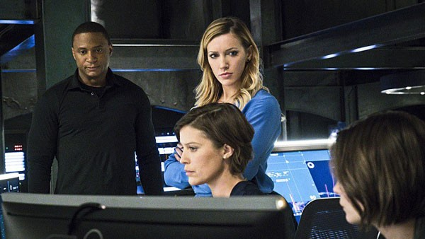arrow awol review - diggle, laurel and lyla