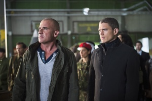 legends-of-tomorrow-pilot-part-2-heat wave and captain cold