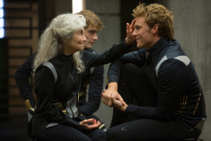the-hunger-games-catching-fire-lynn-cohen-as-mags-and-sam-claflin-as-finnick-odair