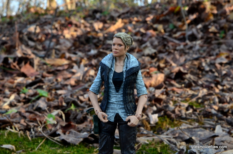 The Walking Dead Andrea figure review - grabbing vest bottom