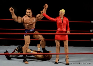 Mattel WWE Lana and Rusev Battle Pack -victorious Rusev with Lana