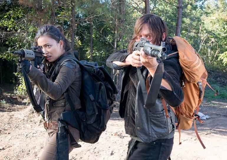 the walking dead twice as far review - rosita and daryl_5