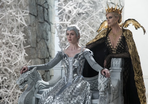 The Huntsman Winter's War - Emily Blunt and Charlize Theron-min