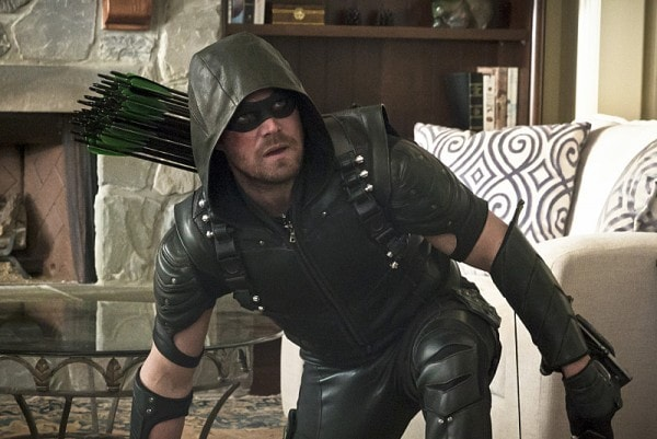 Arrow Lost in the Flood review - green arrow stephen amell-min