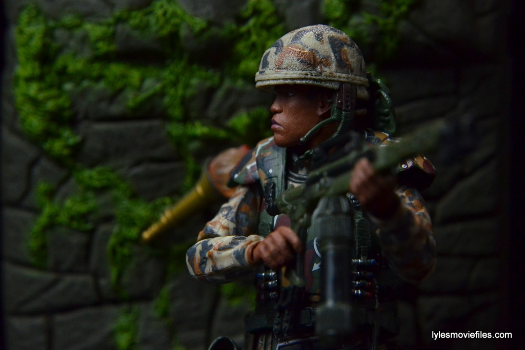 neca-aliens-series-9-frost-figure-review-with-flame-thrower-in-woods