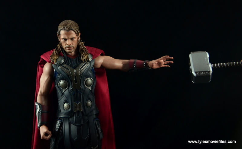 Hot Toys Thor figure review Avengers Age of Ultron - Mjloner coming back