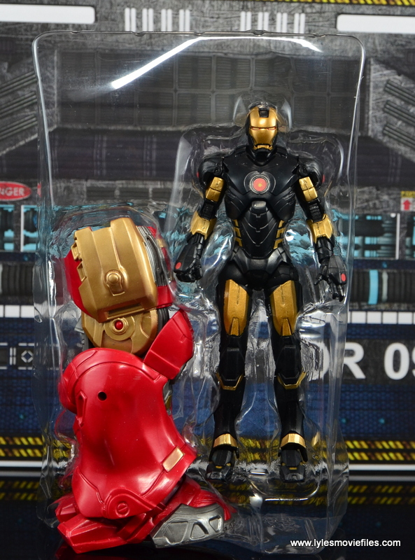 Marvel Legends Marvel Now Iron Man figure review - figure in tray