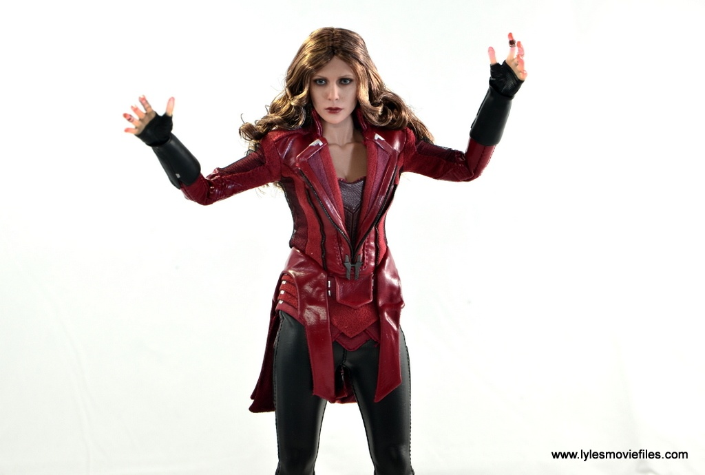 Hot Toys Scarlet Witch figure review - hands up