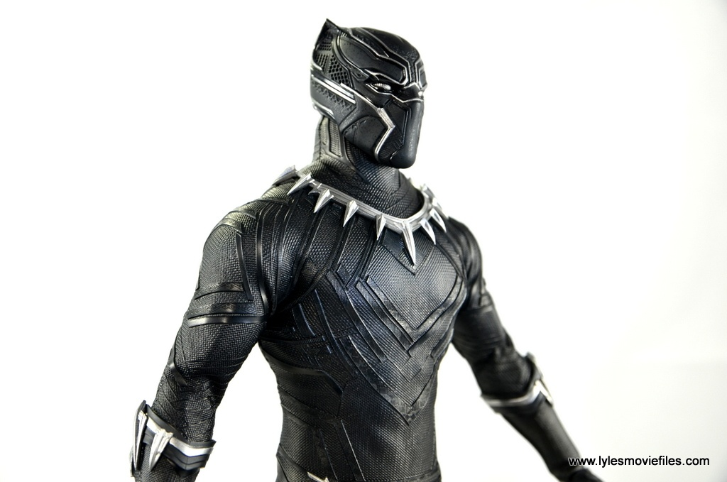 Hot Toys Black Panther figure review - outfit detail