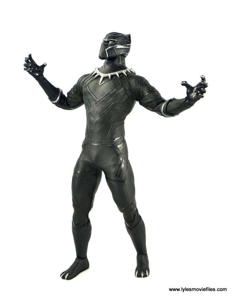 Hot Toys Black Panther figure review - roaring back