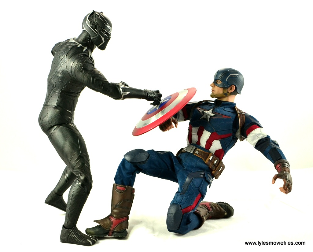 Hot Toys Black Panther figure review - vs Captain America