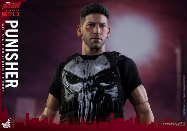 Hot Toys Netflix The Punisher figure -jacket off detail