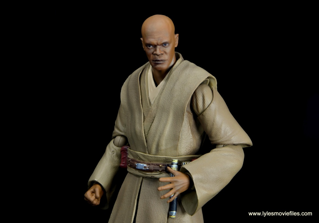 SH Figuarts Mace Windu figure review - reaching down for lightsaber