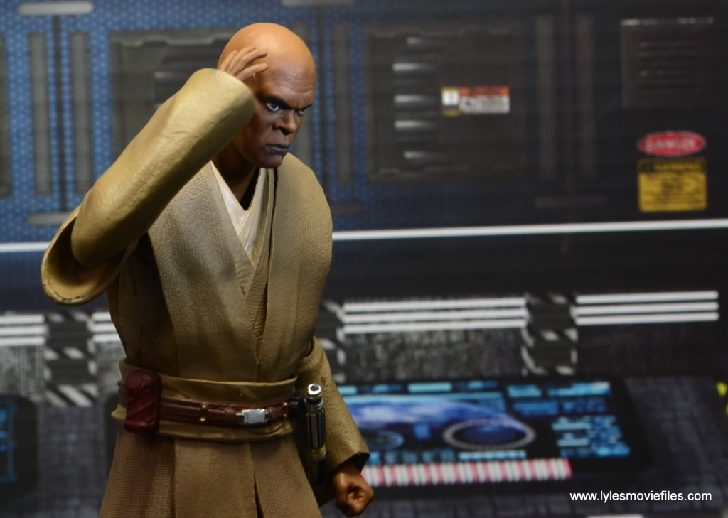 SH Figuarts Mace Windu figure review - thinking at the base