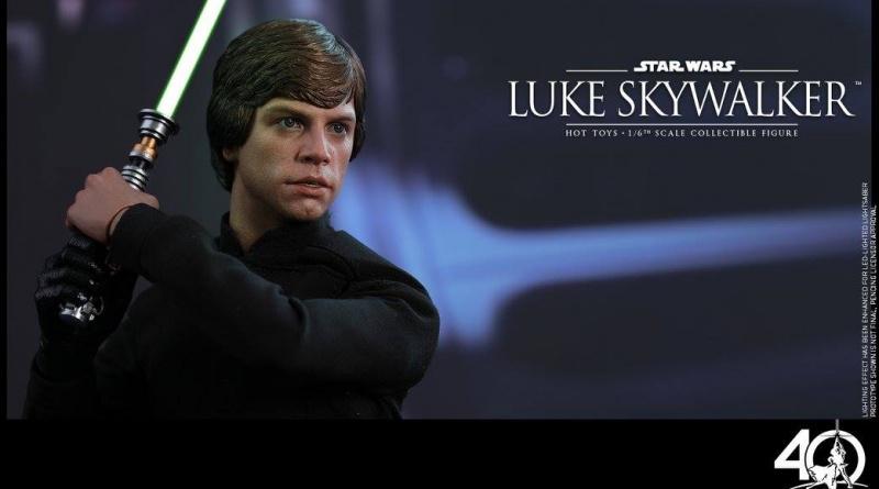 Hot Toys Jedi Luke Skywalker figure -lightsaber up in throne room
