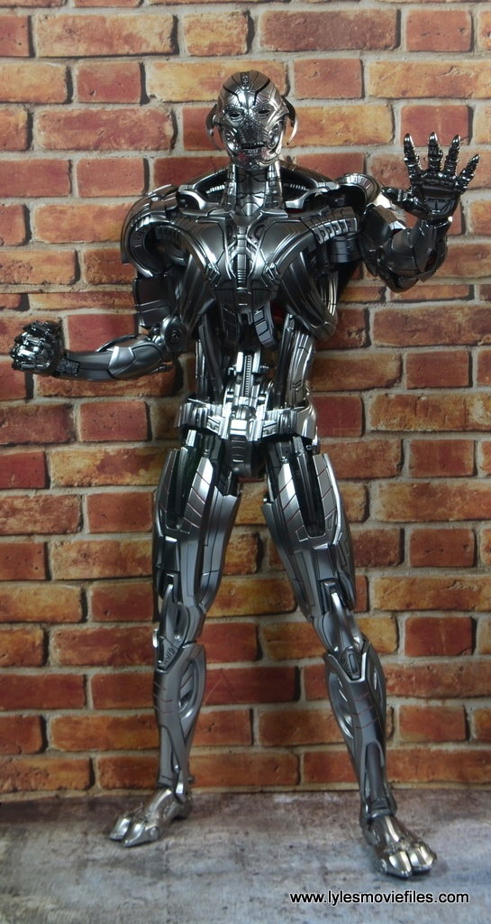 Hot Toys Avengers Ultron Prime figure review - gesturing