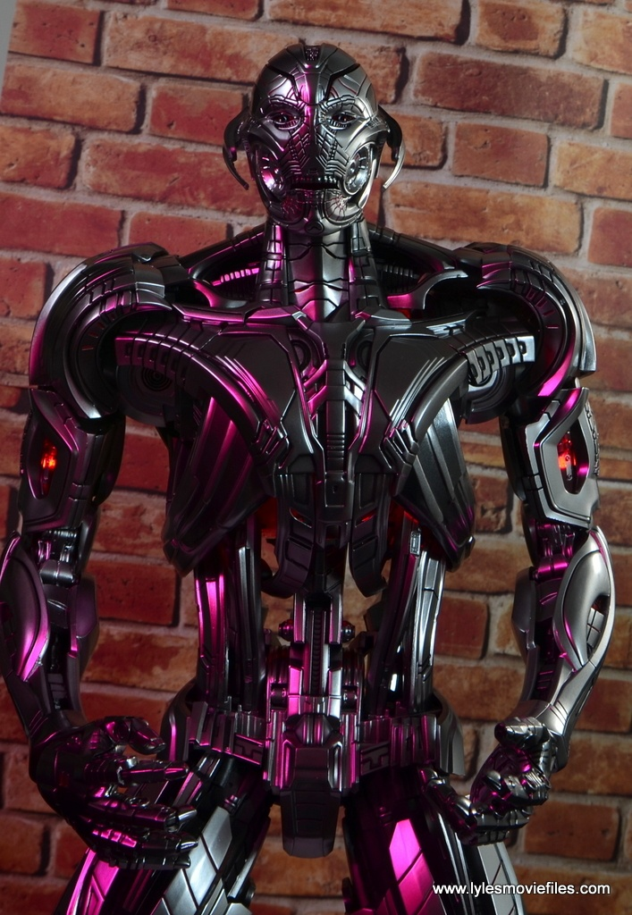 Hot Toys Avengers Ultron Prime figure review - under red light