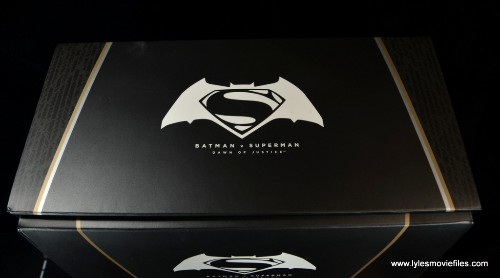 Hot Toys Batman v Superman Batman figure review -package top