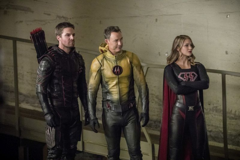 Arrow Crisis on Earth-X Part 2 review -Dark Arrow, Reverse Flash and Overgirl
