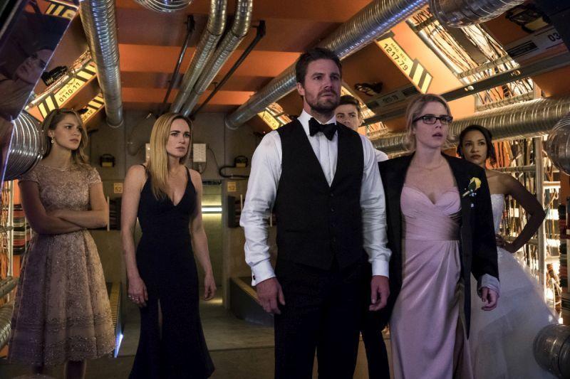 Arrow Crisis on Earth-X Part 2 review -Kara, Sara, Oliver, Felicity, Barry and Iris