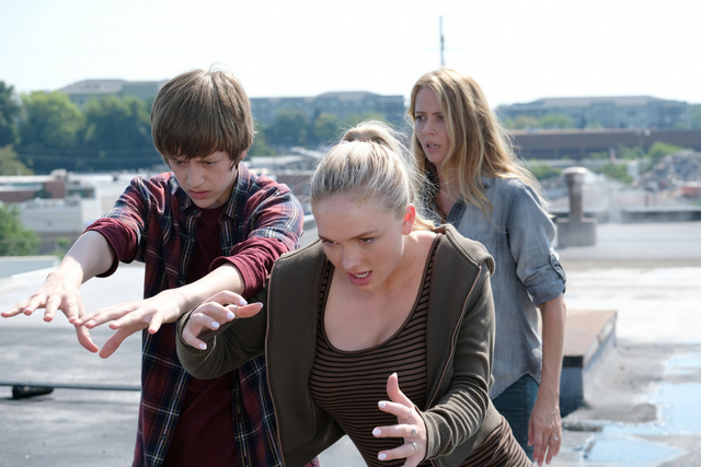 The Gifted eXit strategy review - Percy Hynes White, Natalie Alyn Lind and Amy Acker