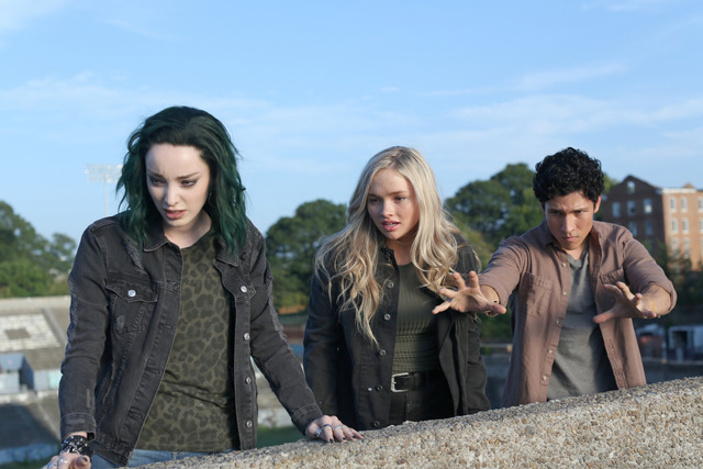The Gifted got your siX review - Emma Dumont, Natalie Alyn Lyn and Danny Ramirez