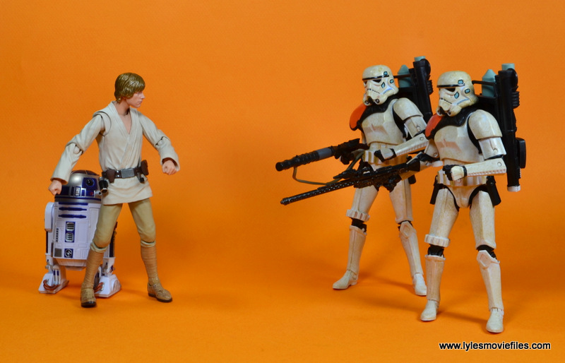SH Figuarts Luke Skywalker figure review -hiding R2 from Sandtroopers