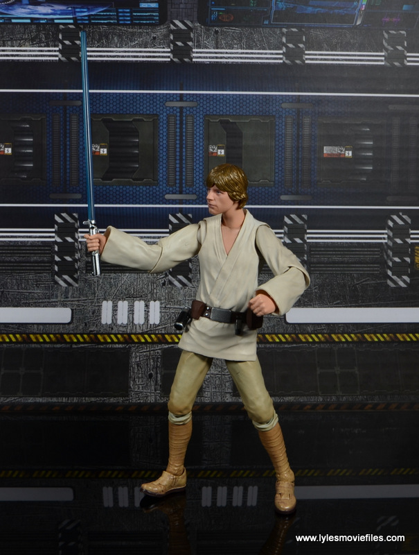 SH Figuarts Luke Skywalker figure review -raising lightsaber