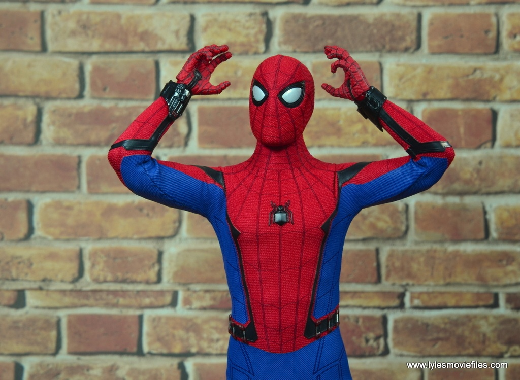 hot toys spider-man homecoming figure review - hands up
