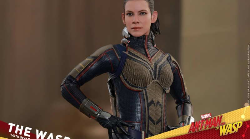 hot toys the wasp figure -hands on hips