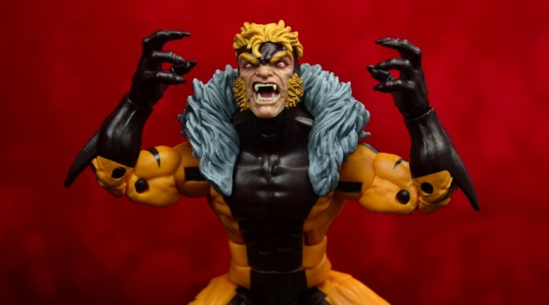 marvel legends sabretooth figure review - main pic