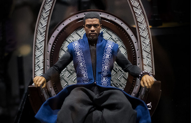 sdcc 2018 hot toys reactions -t'challa on the throne