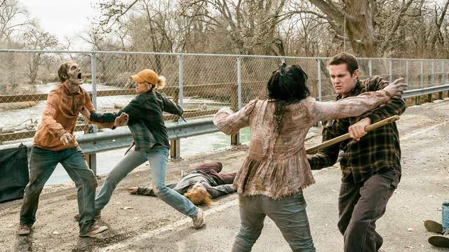 fear the walking dead laura review - naomi and john fight walkers