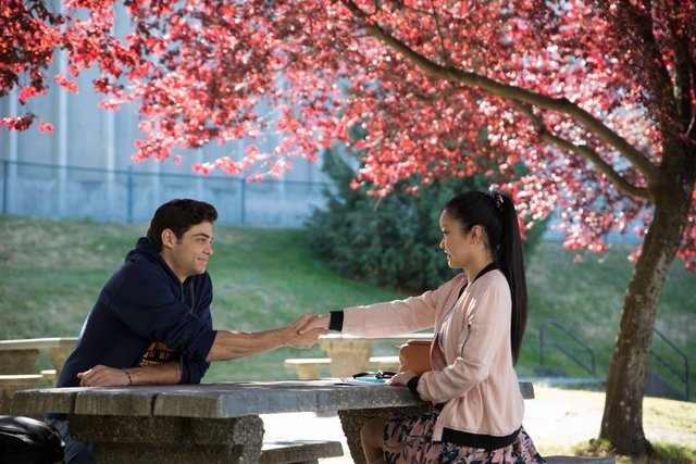 to all the boys i've loved before movie review - noah centineo and lana condor sitting