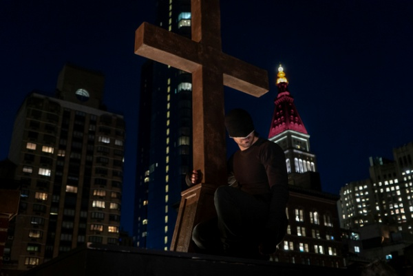 daredevil resurrection review - daredevil on church steeple